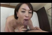 千葉市在住の神崎久美(41)チ○ポをしゃぶっているだけでオマ○コをグチョグチョに濡らしてしまうので挿入してやるとアンアン言いながら腰を振り出す変態奥様です。