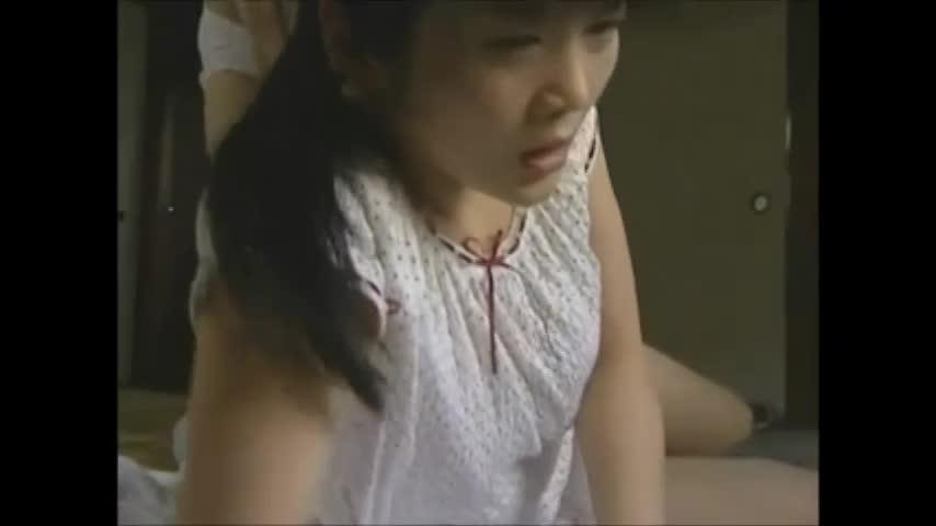 ヨメの連れ子が病気で寝ているのに手を出そうとするキチク教師